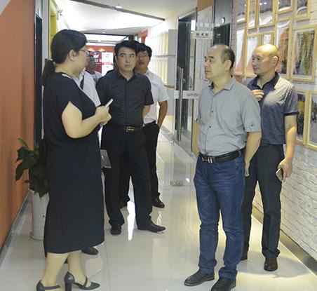 泰州市商务局考察团参观网商天下